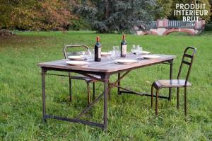 Table d'atelier en bois et métal au design industriel